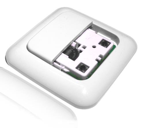 Een Z-wave wandzender (z-wave schakelaar) kan gebruikt worden om draadloos apparaten te schakelen
